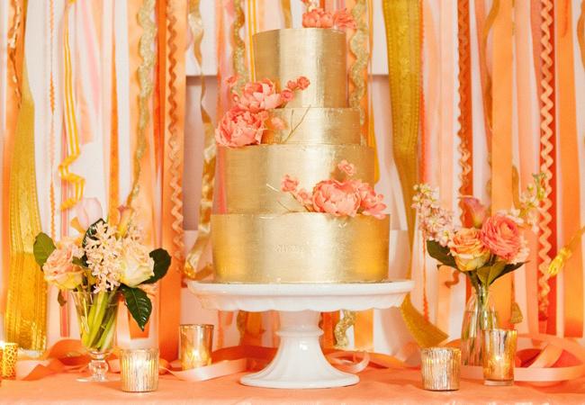 metallic-wedding-cake-weddingtrends