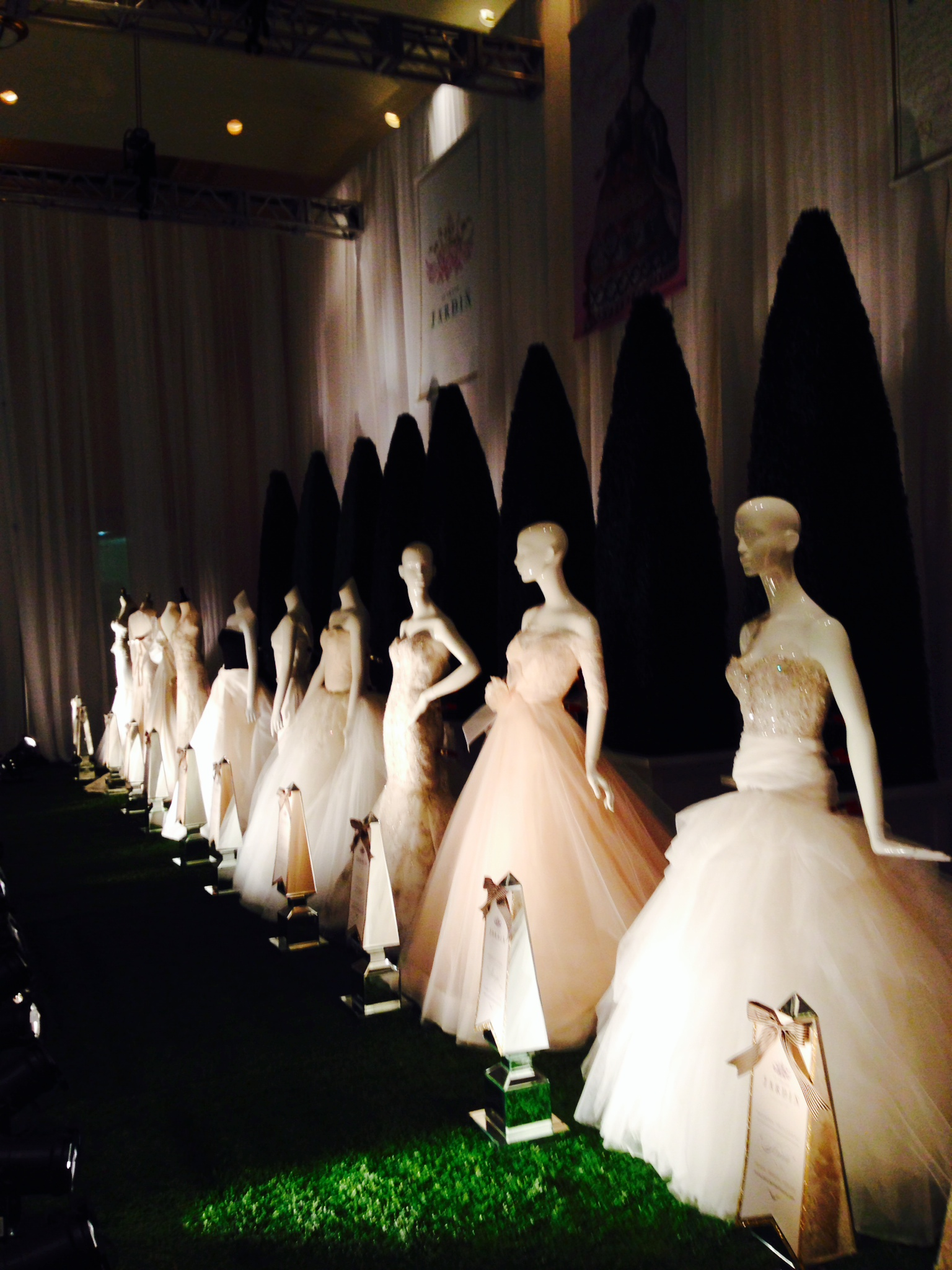 weddingdresses-wedluxeshow-torontoweddingplanner- torontodestionationweddingplanner