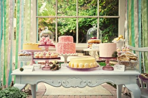 Sweet tables work for any style of weddings, from laid back to black tie, yes black tie!