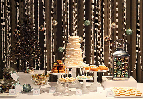 Sweet tables can be used year round by incorporating seasonal elements.