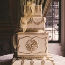 15-Romantic-Elegant-Wedding-Toronto-weddingplanner-casaloma-goldweddingcake1